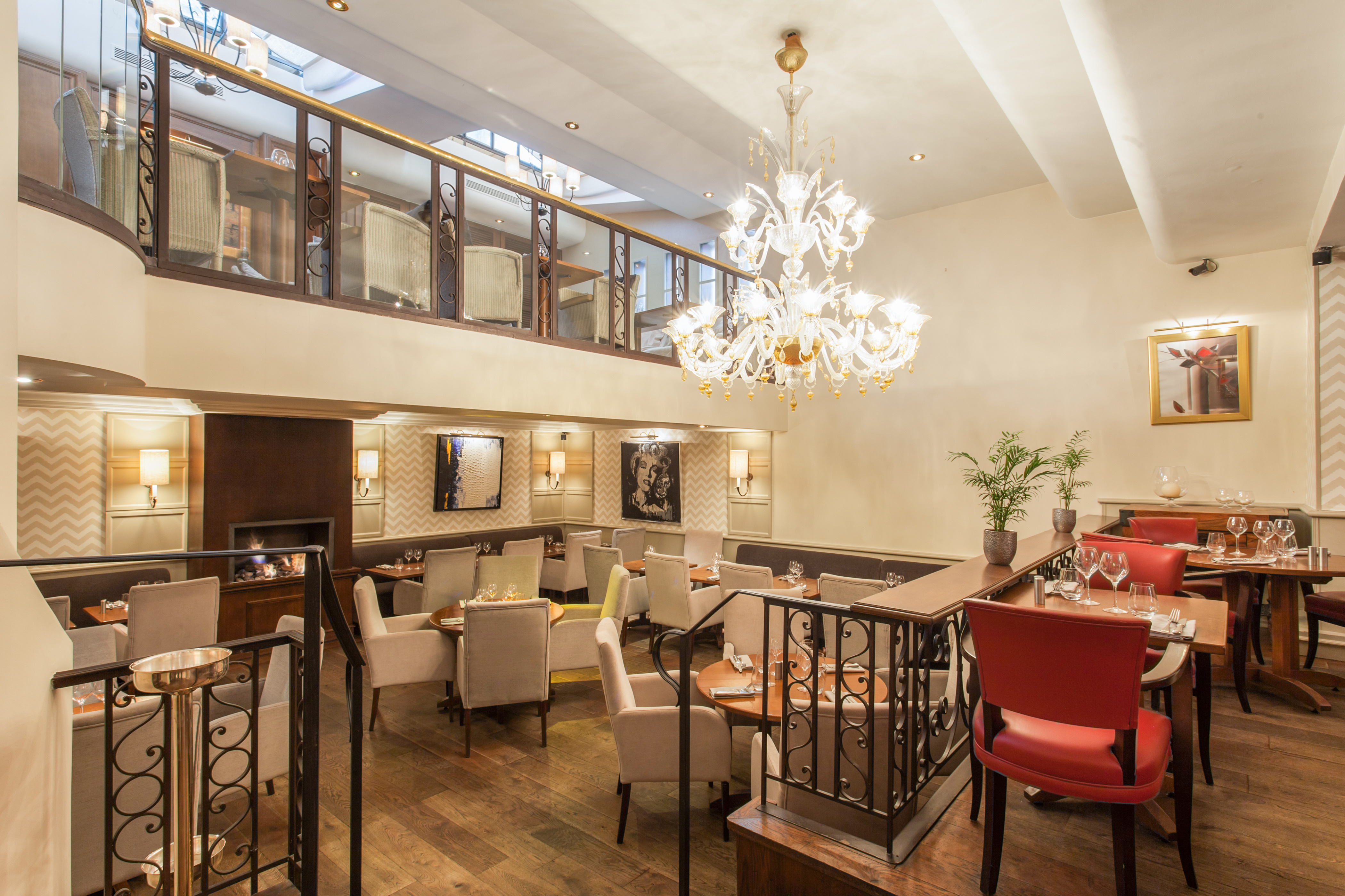 La Villa Foch Restaurant Porte Maillot